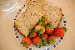 Erdbeeren und Sandwiche Lizenzfreies Stockbild