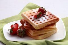 Erdbeeren und Waffeln Stockfotografie