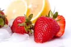 Erdbeeren und Zitrone stockfoto