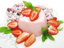 Erdbeerenachtisch mit Pudding Stockfotografie