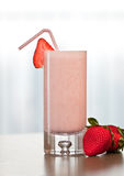 Erdbeeresmoothie Stockfotos