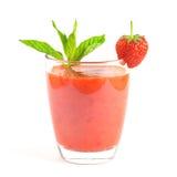 Erdbeeresmoothie von der Seite Stockfotografie