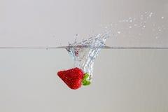 Erdbeerespritzen lizenzfreie stockbilder