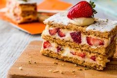 Erdbeerhauch mille-feuille mit Erdbeere Stockbild