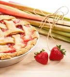 Erdbeerrhabarber-Torte Stockbild
