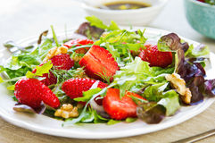 Erdbeersalat Stockfotos