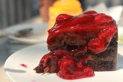 Erdbeerschokoladen-Kuchen Stockfoto