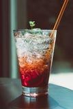 Erdbeersoda im Glas Stockbild