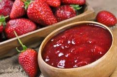Erdbeerstau oder -marmelade Lizenzfreies Stockfoto