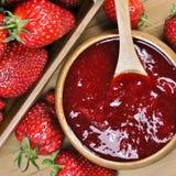 Erdbeerstau oder -marmelade Stockfotos