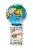 Erde auf Geld Lizenzfreies Stockbild