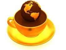Erde auf Tasse Kaffee Lizenzfreies Stockfoto