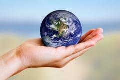 Erde in der Hand Stockfotografie