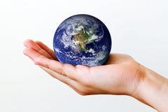 Erde in der Hand Lizenzfreies Stockfoto