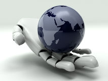 Erde in der Hand des Roboters Stockfotografie