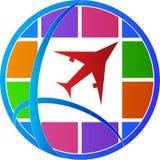 Erde, Flugtickets und Pass auf weißem Hintergrund Stockfotografie