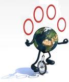 Erde jongliert mit den Armen und Beine reitet einen Unicycle Stockfotografie