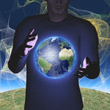 Erde schwebt zwischen Händen Stockfotos