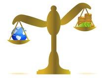 Erde und Geld auf einem Schwerpunkt Stockfotos