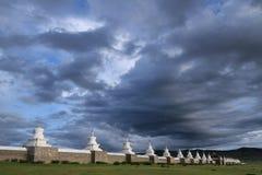 Erdene Zuu修道院和它的108 stupas 免版税库存照片