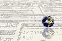 Erdeplanet auf einem Geld Lizenzfreies Stockbild