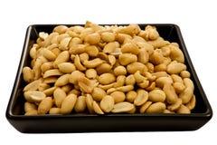 Erdnüsse auf schwarzer Platte stockfoto