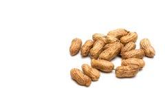 Erdnüsse auf weißem Hintergrund Stockbilder