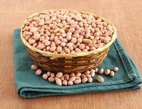Erdnüsse in einem Korb Lizenzfreie Stockbilder