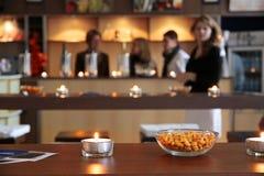 Erdnüsse in einer kleinen Schüssel Stockfotografie