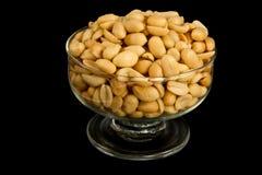 Erdnüsse in einer Schüssel stockfotos
