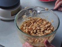 Erdnüsse hinzugefügt diesem Rezept Lizenzfreie Stockbilder