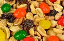 Erdnüsse, Rosinen und Geleebonbons Stockfotos