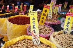 Erdnüsse und trockene Wassermelonensamen für gute Sachen des Chinesischen Neujahrsfests herein Lizenzfreie Stockfotos
