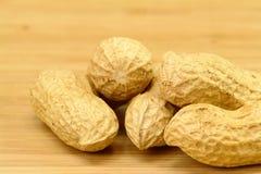 Erdnuss auf Holz Lizenzfreie Stockfotos