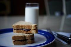 Erdnussbutter und Geleesandwich Stockfotografie