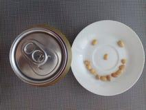 Erdnusssmiley mag Bier Stockfoto