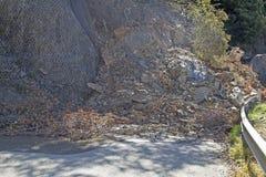 Erdrutsch auf einer Straße Stockbilder