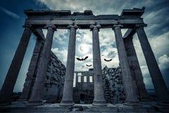 Erechtheion寺庙在满月,雅典,希腊的万圣夜 库存图片