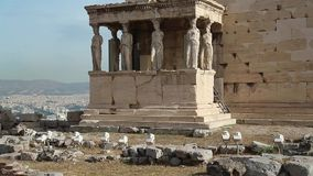 Erechtheion - antieke tempel in Atheense Akropolis, Griekenland stock video