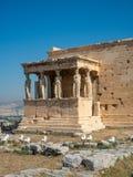 Erechtheion - en gammalgrekiskatempel med en portik och sex karyatider som byggs i heder av Aten och Poseidon, Grekland arkivfoto