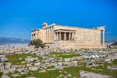 Erechtheion y templo del Athene en la colina de la acrópolis en Grecia foto de archivo libre de regalías