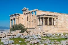 Erechtheion y templo del Athene en la colina de la acrópolis en Grecia imágenes de archivo libres de regalías