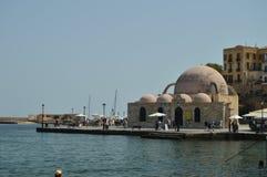 Eremitério bonito no porto de Chania Curso da arquitetura da história imagens de stock royalty free