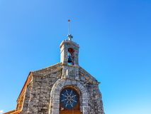Eremitério de San Juan de Gaztelugatxe na parte superior da ilha de Gaztelugatxe Vizcaya, país Basque & x28; Espanha imagens de stock