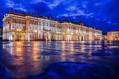 Eremitboning på slottfyrkanten, St Petersburg royaltyfria foton