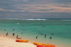 Eremo della laguna, la Riunione - 21 gennaio 2016: Spiaggia sabbiosa sulla costa dell'oceano Fotografia Stock