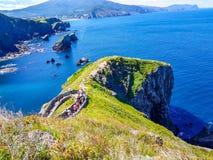 Eremo di San Juan de Gaztelugatxe alla cima dell'isola di Gaztelugatxe Vizcaya, Paese Basco (Spagna) Vista del fotografie stock libere da diritti