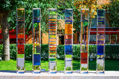 Ereván, Armenia - 26 de septiembre de 2016: La escultura de cristal colorida situada en el jardín de Cafesjian Art Center Foto de archivo