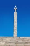 Ereván, Armenia - 26 de septiembre de 2016: Monumento dedicado al 50.o aniversario del soviet Armenia encima de complejo de la ca Imagen de archivo