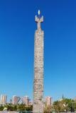 Ereván, Armenia - 26 de septiembre de 2016: Monumento dedicado al 50.o aniversario del soviet Armenia encima de complejo de la ca Foto de archivo libre de regalías
